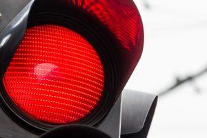 Rote Ampel überfahren? Bußgeldbescheid prüfen lassen